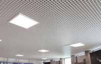Praktické stropy vďaka kovovým podhľadom