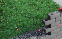 Múr z plochových tvaroviek